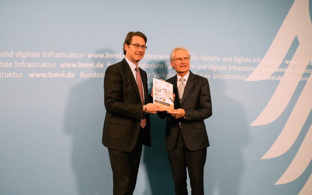 Übergabe des Fortschrittsberichts an BM Scheuer