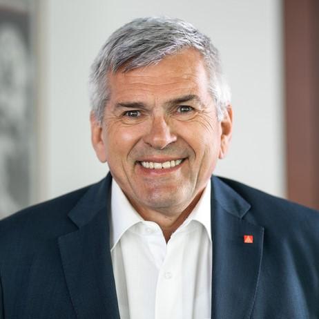 Jörg Hofmann, Leiter der AG 4 – Sicherung des Mobilitäts- und Produktionsstandortes, Batteriezellproduktion, Rohstoffe und Recycling, Bildung und Qualifizierung